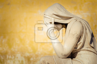 Plakat Vintage statue of a crying woman with a grunge wall background