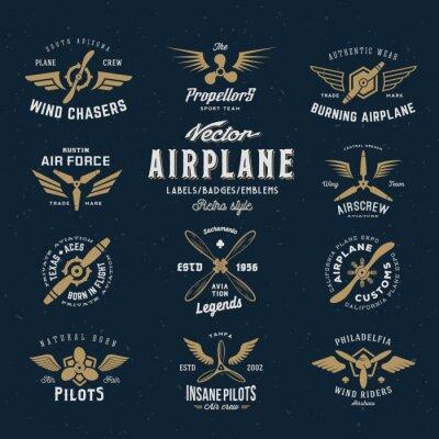 Plakat Vintage zestaw etykiet Wektor Samolot z Retro Typografia. Shabby tekstury na niebieskim tle