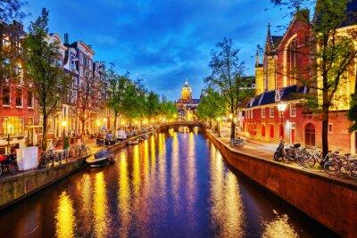 Plakat Westerkerk (Kościół zachodni) z widokiem na kanał wody w Amsterdamie.
