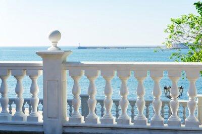 Plakat widok na morze z balkonu
