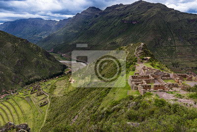 Plakat Widok Sacred Valley i starożytnych tarasy Inków Pisac, Peru.