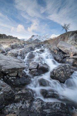 Plakat Widok w górę niesamowite Ogwin Falls w Snowdonia Nation parku