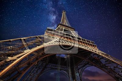 Plakat Wieża Eiffla w nocy w Paryżu, Francja