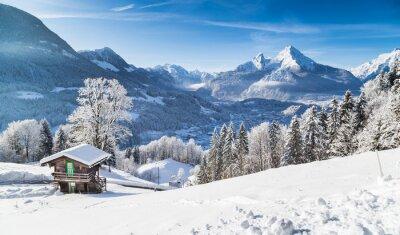 Plakat Winter wonderland w Alpach w schronisku górskim
