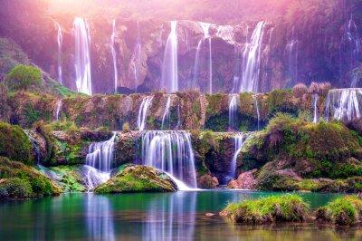 Plakat Wodospad Jiulong w Luoping w Chinach.