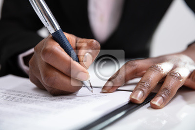Plakat Woman Signing A Contract