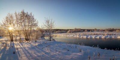 Plakat зимняя панорама морозным днем возле ручья с деревьями в снегу, Россия, Урал