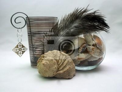 Подсвечник полосатый стекляный перо и ракушки в вазе