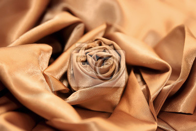 роза сложенная из золотой шелковой ткани