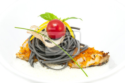 Цветное спагетти с рыбой