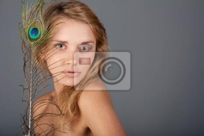 Надя и перо