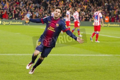 Plakat BARCELONA - 16 grudnia: Lionel Messi obchodzi cel w meczu Ligi Hiszpańskiej pomiędzy FC Barcelona i Atletico Madryt, końcowy wynik 4 - 1, w dniu 16 grudnia 2012 roku w Camp Nou, Barcelona, Hiszpania