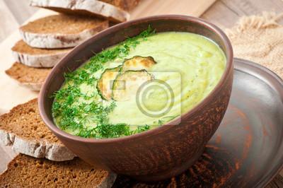 cukinia zupa krem w ceramiczne miseczki