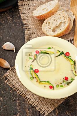 Cukinia zupa krem z czosnkiem i chili