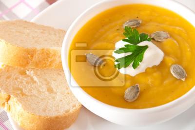 Zupa krem z dyni z sosem śmietanowym