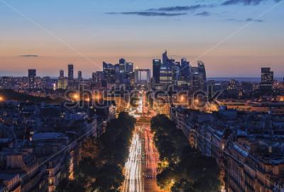 Plakat Zachód słońca nad Champs-Elysees i La Defense w Paryżu