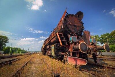 Plakat zardzewiały rocznik stary pociąg parowy pod błękitne niebo