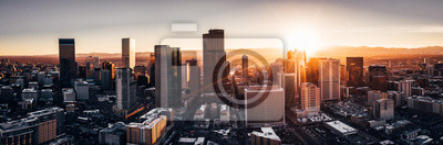 Plakat Zdjęcie lotnicze z drona - miasto Denver w stanie Kolorado o zachodzie słońca