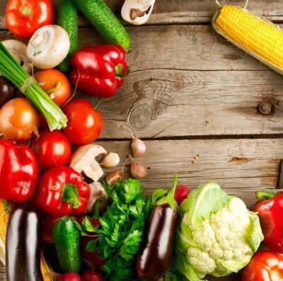 Plakat Zdrowy organiczne warzywa na drewnianym tle