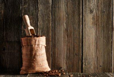 Plakat Ziarna kawy i miarka w worku