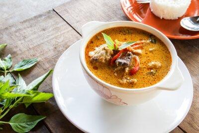 Plakat zielone curry z kurczaka, tajskie jedzenie