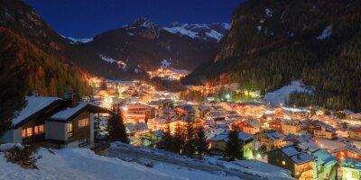 Plakat Zimowy krajobraz na wsi w górach