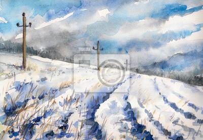 Zimowy krajobraz wsi z pola i dramatyczne niebo