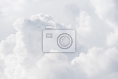 Plakat Zobacz na miękkich białych puszystych chmurach jako tło, tekstura (abstrakt)