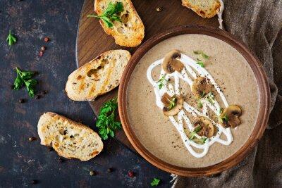Zupa kremowa. Wegańskie jedzenie. Dietetyczne menu. Widok z góry.