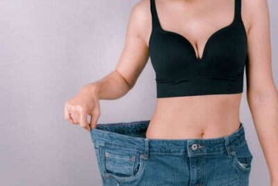 Tapeta A young woman showing off a slim figure Exercise regularly, be healthy