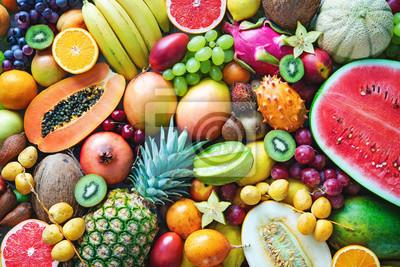 Tapeta Asortyment kolorowe dojrzałe tropikalne owoc. Widok z góry