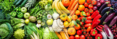 Tapeta Assortment of fresh organic fruits and vegetables in rainbow colors