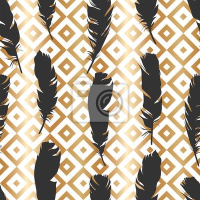 Tapeta Bezszwowa czarna ilustracja z piórkami na złocistym geometrycznym tle. Naturalny wzór wektor. Styl Boho. Proste sylwetki.