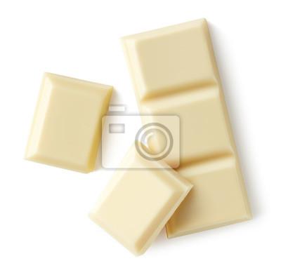 Białej czekolady kawałki odizolowywający na białym tle