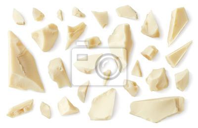 Biali łamani czekolada kawałki odizolowywający na białym tle
