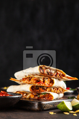 Tapeta Chicken quesadillas with paprika, cheese and cilantro