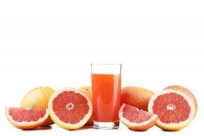 Tapeta Dojrzałe grejpfruty i szklankę soku na białym tle