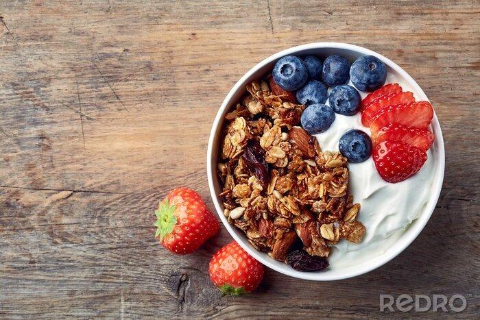 Tapeta Domowe muesli z jogurtem i świeżymi owocami