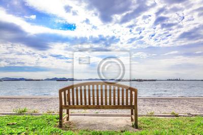 Tapeta Drewniane ławki z widokiem na morze