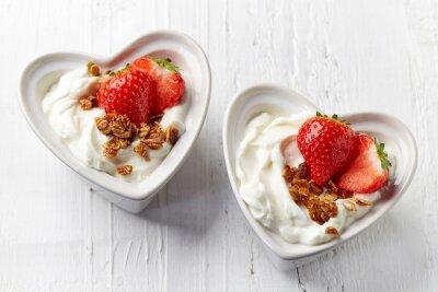 Dwie miski jogurt i muesli