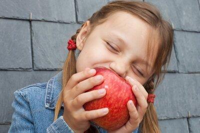 Tapeta Dziecko jedzenia jabłko