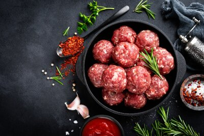 Tapeta Fresh raw beef meatballs with spices and tomato sauce