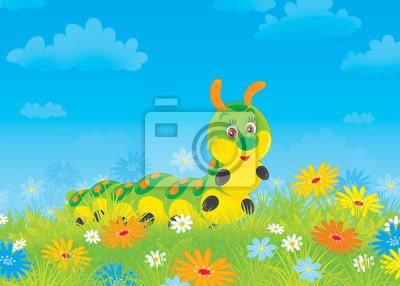Funny caterpillar wśród kwiatów polnych