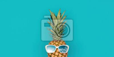 Tapeta Funny pineapple with sunglasses