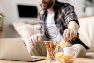 Tapeta Having snack during work