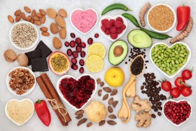 Tapeta Healthy heart food for vitality with fruit, vegetables, nuts, dips, spice & herbs, high in fibre, antioxidants, vitamins, omega 3 & protein. Support for the cardiovascular system with low GI. Flat lay