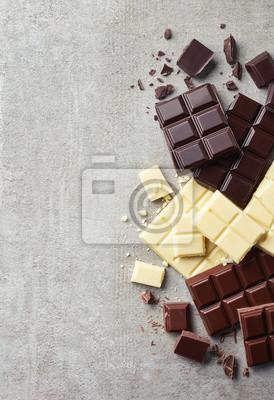 Kawałki ciemnej, białej i mlecznej czekolady