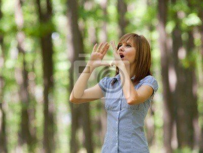 Tapeta Kobieta w lesie