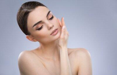 Tapeta Lovely model at gray background