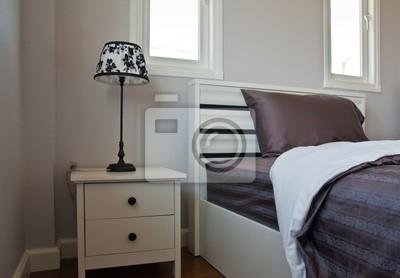 Tapeta Łóżko z szarej blachy i lampy na głowie